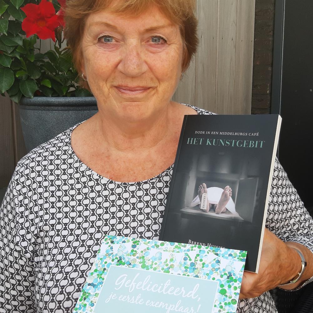 """Eerste exemplaar van mijn boek """"Het Kunstgebit"""" voor mijn lieve vrouw Yvonne."""